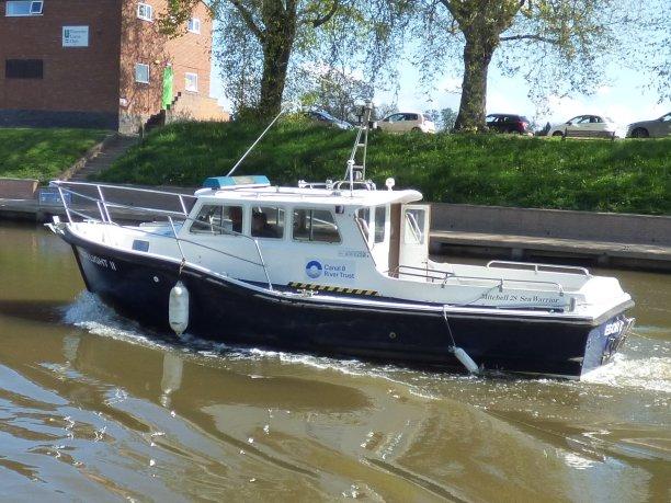 CRT Patrol Boat checking for speeding narrowboats ;-)